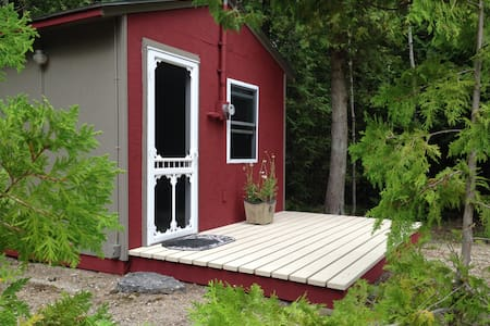 Thoreau's Eco-Cabin on the Bruce Peninsula - Mar