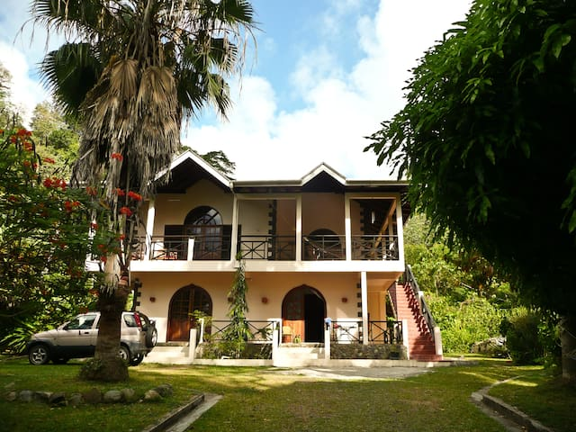 Charlottevilla, upstairs Apartment - Charlotteville