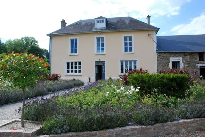 Charming Family Country House - Maisoncelles-Pelvey - Huis