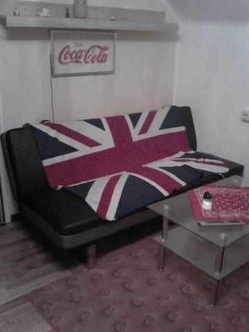 Wohnzimmer Couch in Wels Mitte - Wels - Appartement