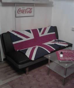 Wohnzimmer Couch in Wels Mitte - Wels - อพาร์ทเมนท์