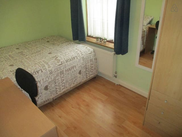 Single bedroom with double bed