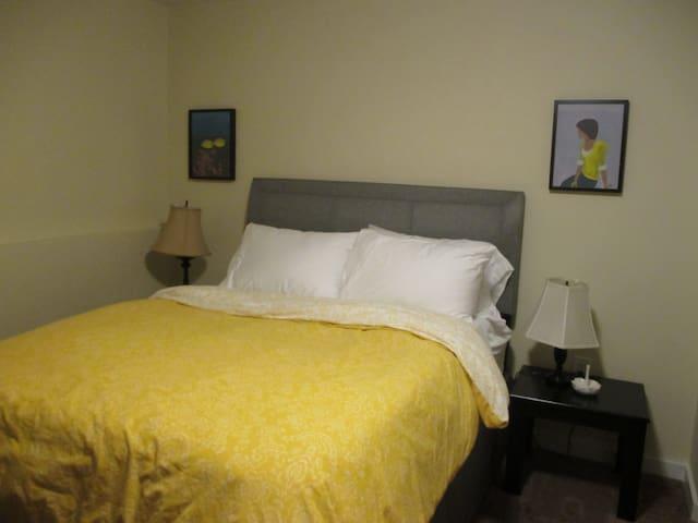 Quiet Retreat at CASA ESMERALDA 1 - Lakewood