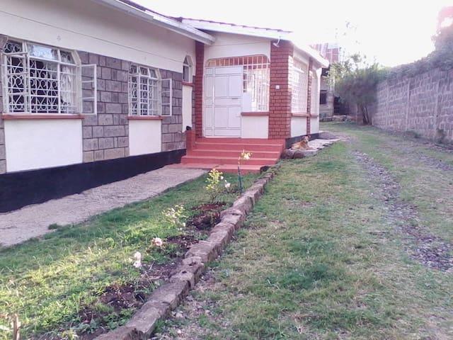 Serene Kiserian Home - Kajiado - Hus
