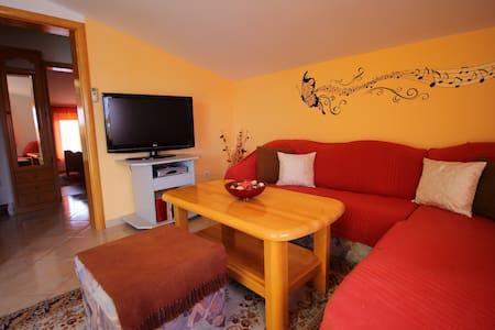 Cozy appartment in quiet area - Okrug Gornji - Apartmen