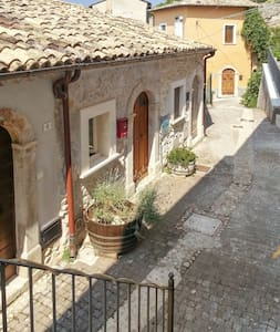 Charming flat in a medieval village - Roccacasale