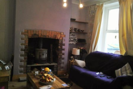 Room in quiet house on high street - Bed & Breakfast