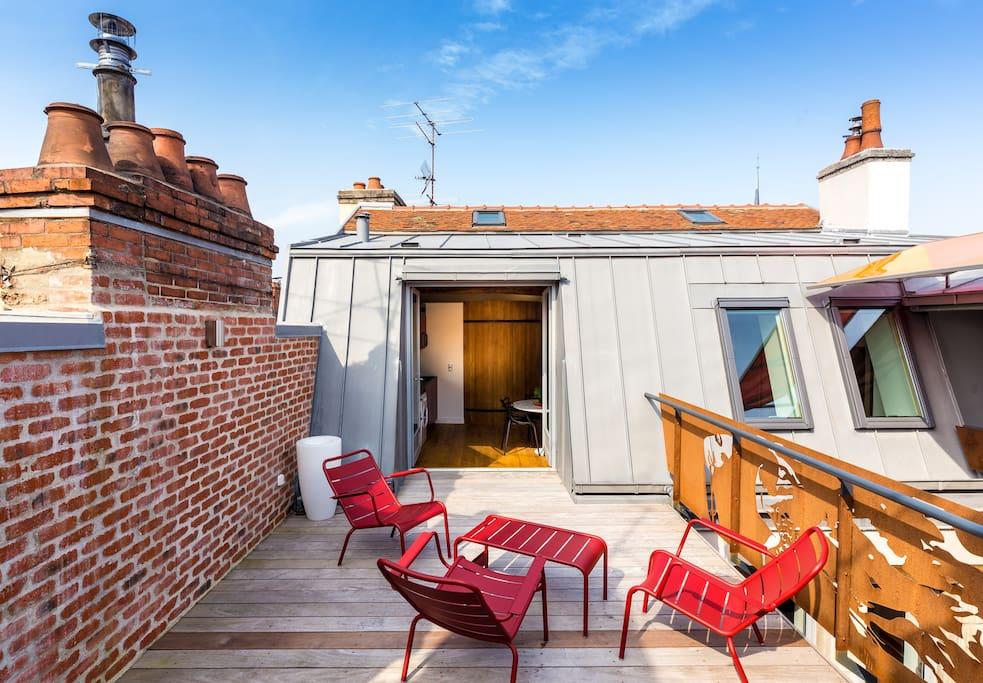Une terrasse donnant une vue imprenable sur les toits de DIJON