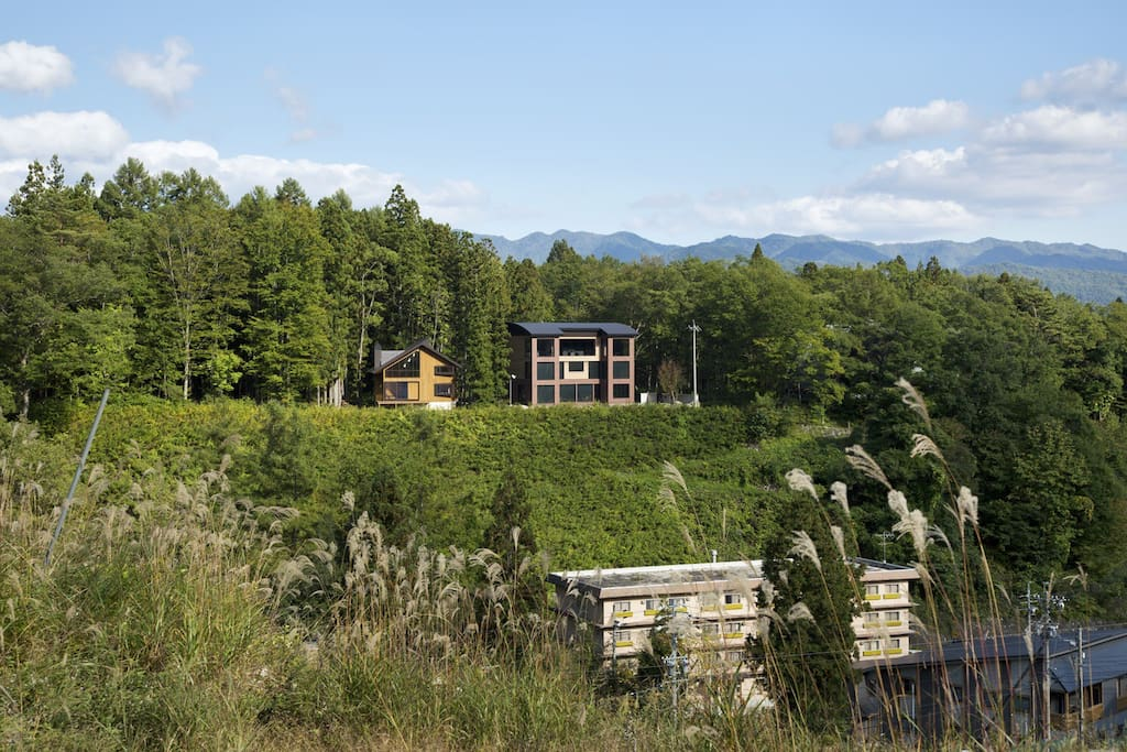 View of the Chalet from Happo Mountain in summer.  Source :Toshiyuki Yano