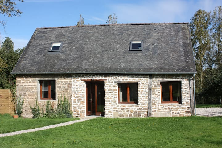 Jolie Grange 2 bed detached gite that sleeps  6 - Larchamp - Huis