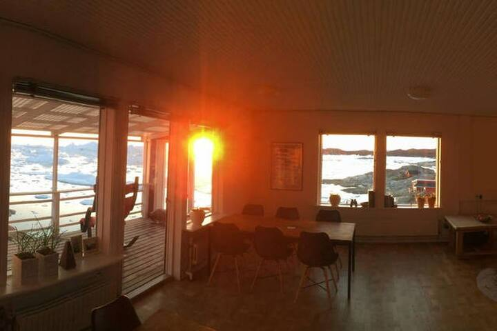 Common and dining room with the sunset view