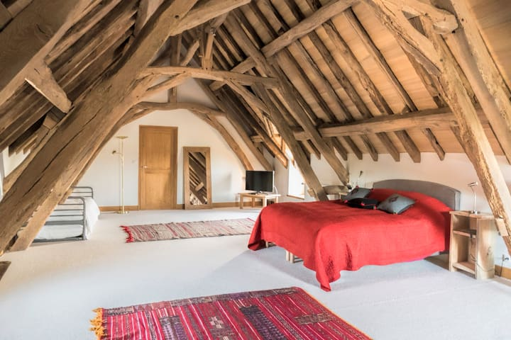 Private en suite bedroom - Preaux - Haus