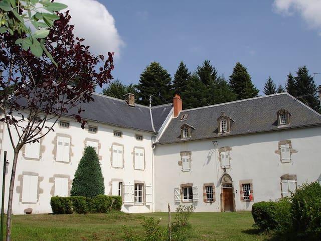 Château de La Vervialle Chb 1 - Lamazière-Haute - Bed & Breakfast