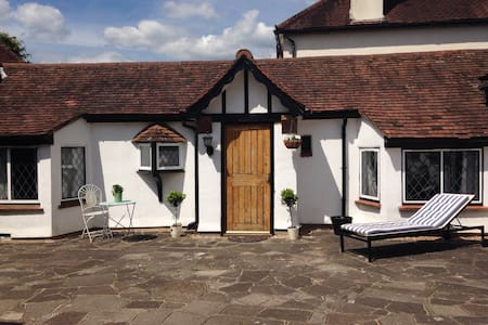 Cottage/Annex price incl. Breakfast - Rickmansworth