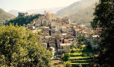 """Autentisk italiensk landsby og """"MammaMaria""""gjestehus"""