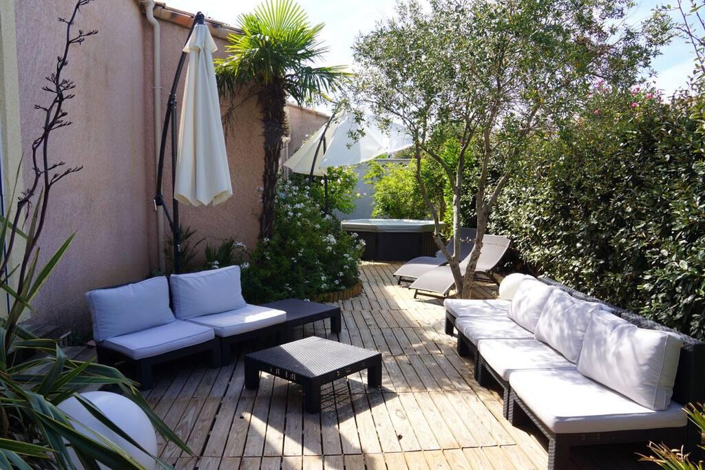 le mas des cocotiers bord de mer maisons louer le grau du roi languedoc roussillon france. Black Bedroom Furniture Sets. Home Design Ideas