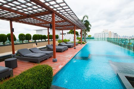 Luxurious condominium, close to BTS Udomsuk. Fully furnished one bedroom with Kitchen.