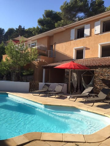 VILLA 170M2 4 CHAMBRES AVEC PISCINE - Carnoux-en-Provence - Dom