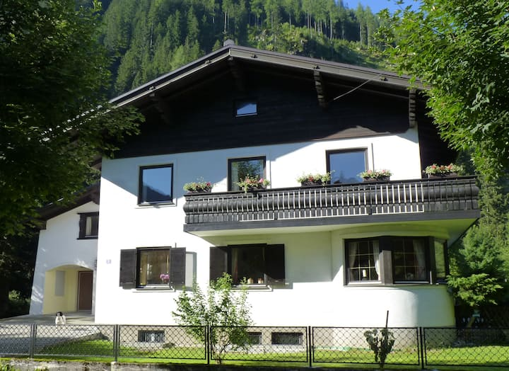 Ensuite Double Room No 4 Bad Gastein
