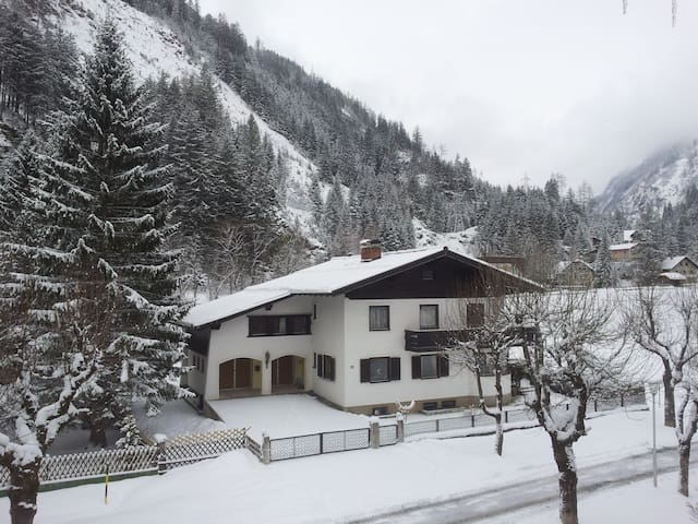 Ensuite Double Room No 6 Bad Gastein - Bad Gastein - Hus