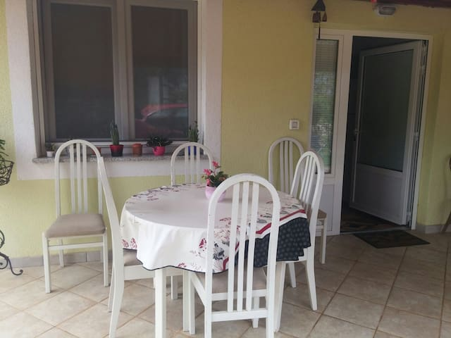 Comfortable apartment, B1, close to sea - Zambratija - Casa