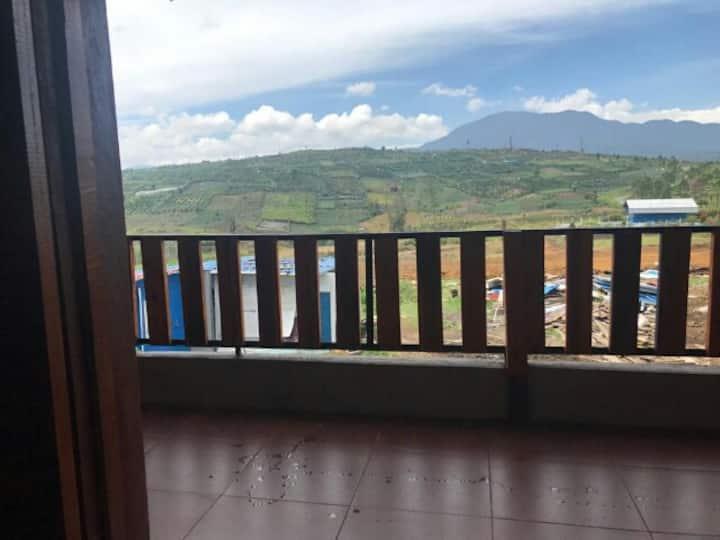 Villa nyaman dan aman dengan banyak fasilitas.