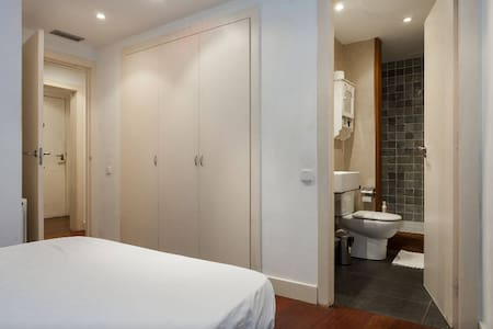 Double Bedroom & Private Bathroom! - Barcelona