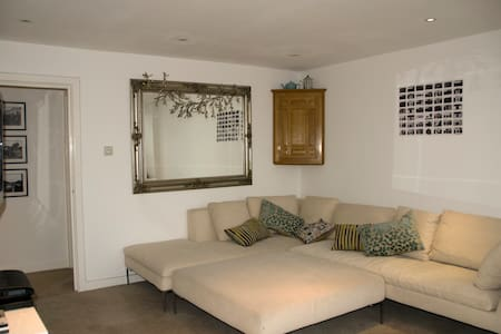 3 bed townhouse, Near Twickenham - Hampton - Huis