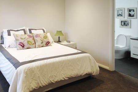 Luxury Hotel like room with ensuite - Tuart Hill - Ev