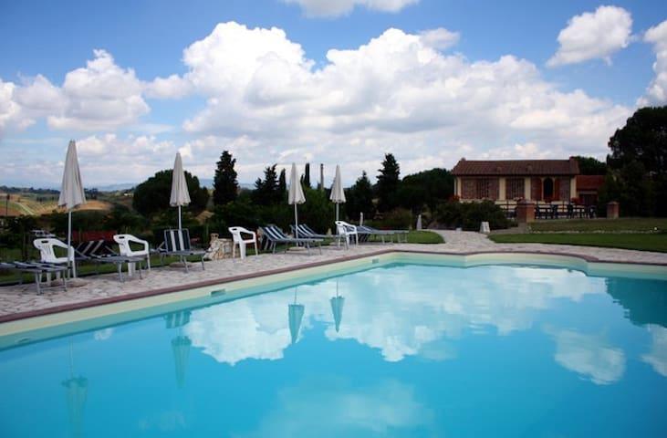 Farmhouse in the heart of Chianti  - Castelfiorentino - Allotjament sostenible a la natura