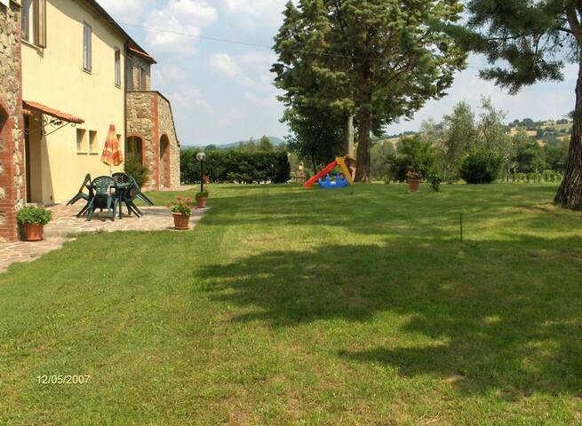 A spacious apartment in Tuscany - Pomarance - Apartamento