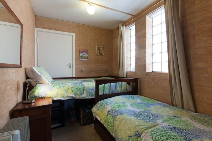 Smaller bedroom with 2 single beds