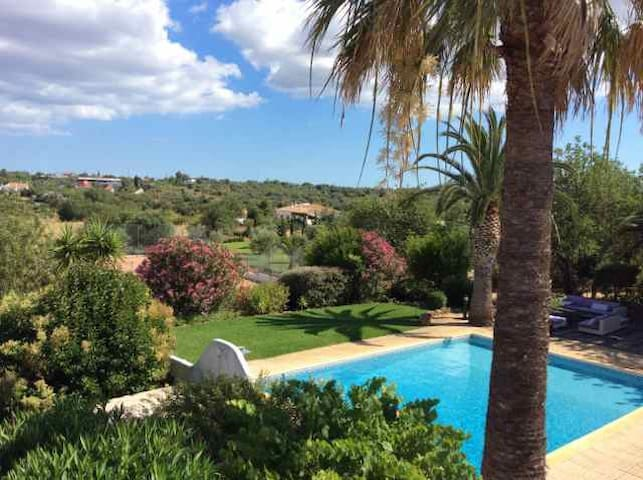 Domaine de Villa Fonte Olive Tree InSuite - Alcantarilha - Bed & Breakfast