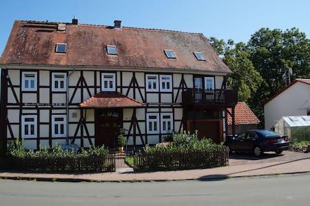 DG-Wohnung mit 3 Schlafzimmern - Bad Wildungen - Wohnung