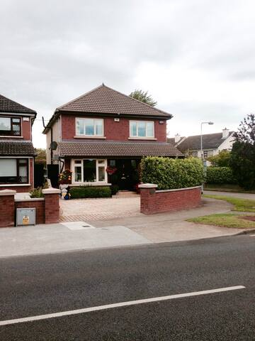 Detached Luxury Home Dublin Suburb - Knocklyon - Casa