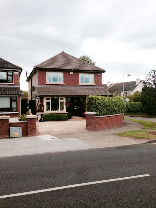 Corner House. Fully Detached