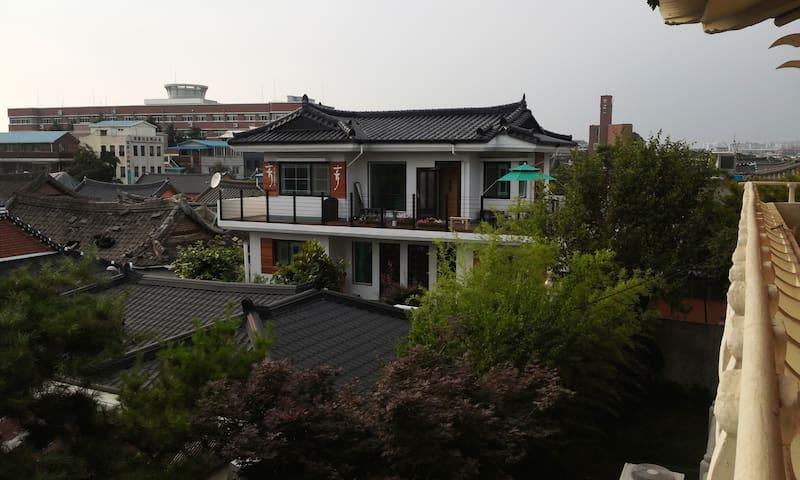 게스트하우스 휴 (여름-초록바위이야기)