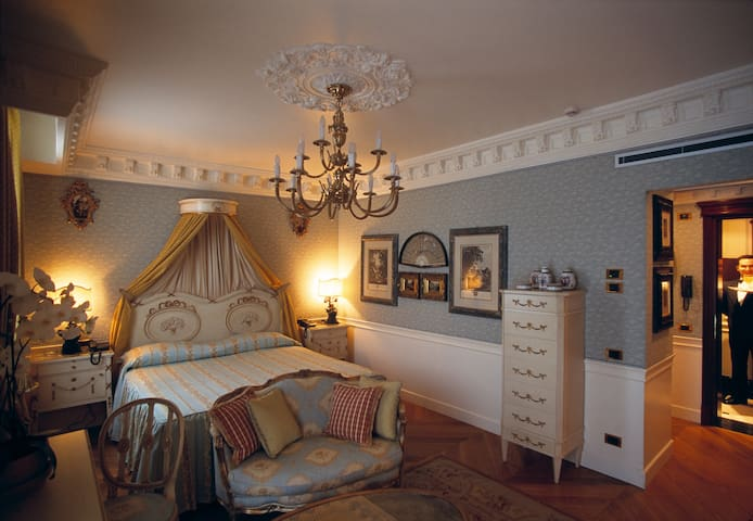 Junior Suite for 2 w/hotel services - Monza - Bed & Breakfast
