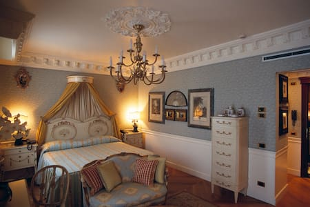 Junior Suite for 2 w/hotel services - Monza