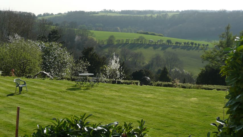 Lovely home with fabulous views - Woldingham - Rumah