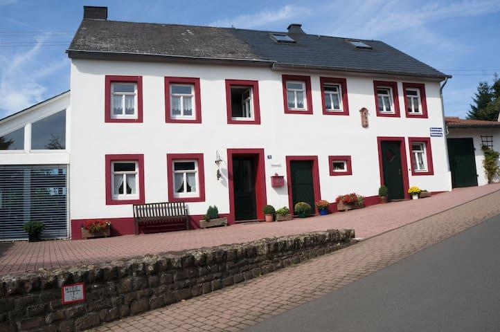 Ferienhaus in der Eifel - Neidenbach - Hus