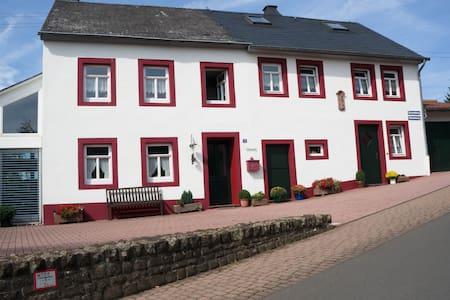Ferienhaus in der Eifel - Neidenbach - Huis