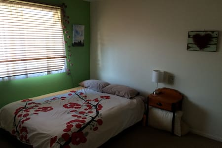 Colourful comfy home right in town - Lismore