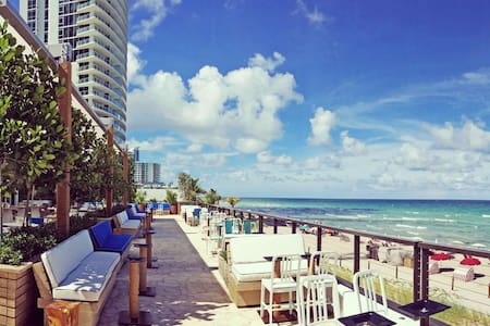 Brand New Water Front Condo with Beach Club - Hallandale Beach - Flat