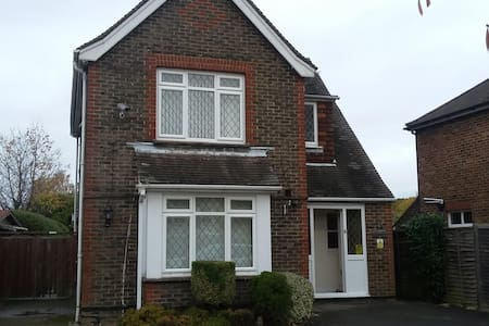 Self Contained Town Centre Location - Nr Gatwick - Crawley - House