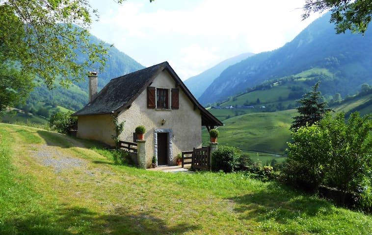 Petite maison dans les montagnes
