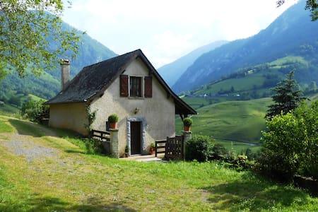 Petite maison dans les montagnes - Lourdios-Ichère