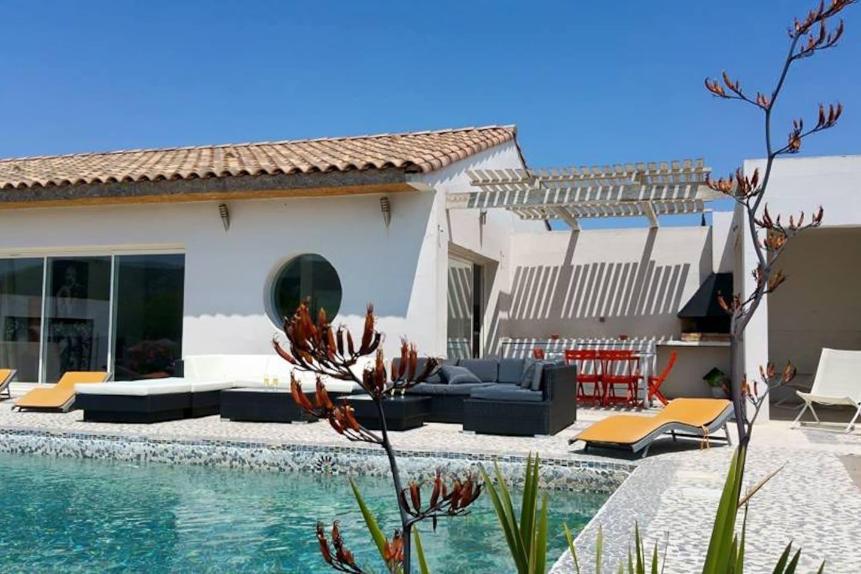Un lieu zen qui baigne dans un environnement artistique. Notre page http://www.facebook.com/spiktilesjardins