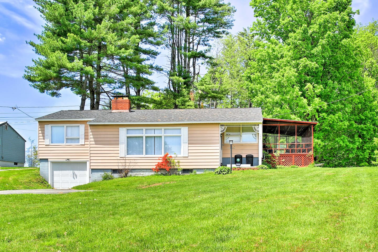 Book this 3-bedroom, 2-bath Upstate getaway for 8 guests today!