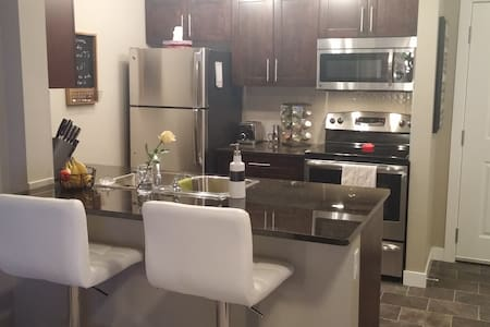 2 Bed 2 Bath Condo.Brand NEW! Close to EVERYTHING! - Airdrie - Appartement